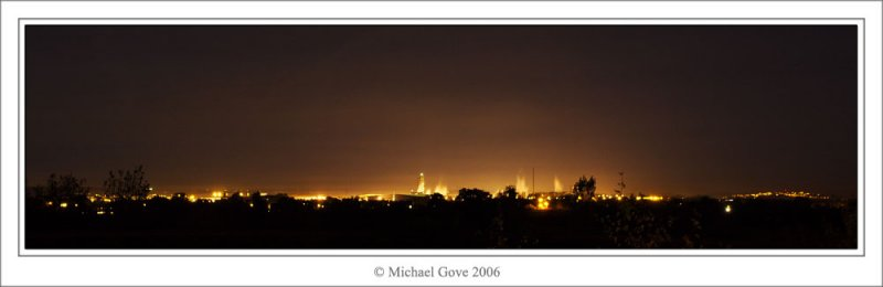 Avonmouth on the horizon at night (69647701).jpg