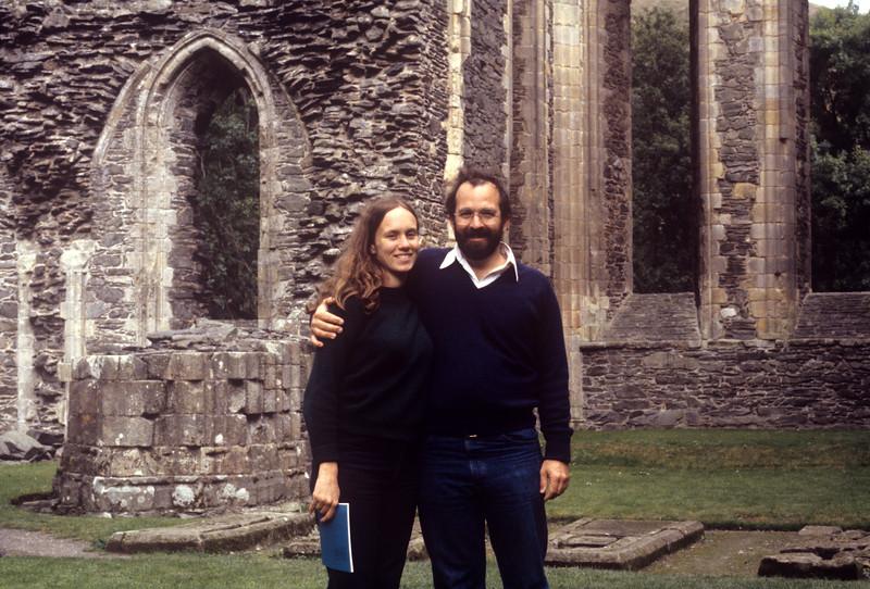 1981-09 Ruined Abbey John & Chris.jpg
