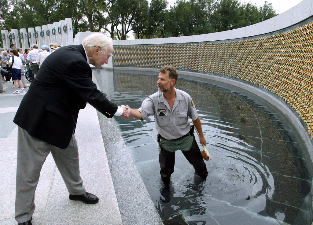 . Former House Speaker Jim Wright of Texas, left, shakes hands with a National Park Service employee during a tour at the World War II Memorial in Washington, Friday, July 29, 2005. (AP Photo/Yuri Gripas)