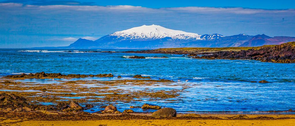冰岛风采,海岸线上的雪山
