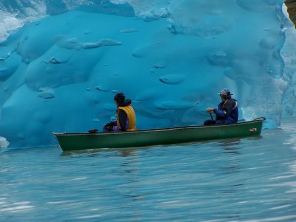 Canoe Iceberg (640x480).jpg