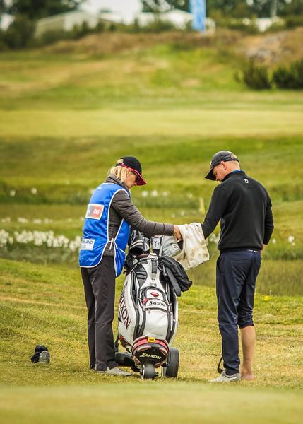 Ólafur Björn Loftsson, GKG, undirbýr sig að slá úr vatninu við 10. braut.  Mynd/seth@golf.is