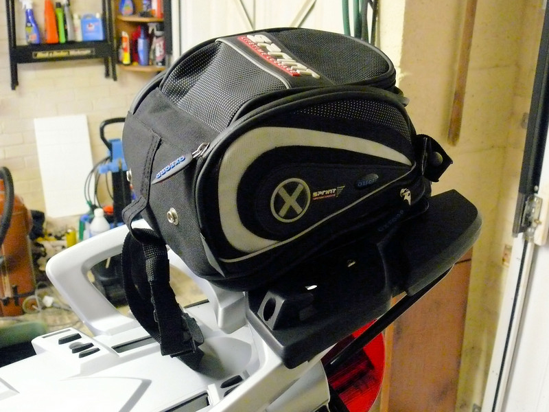 r1200gs_magnetic_tank_day_bag_4.JPG