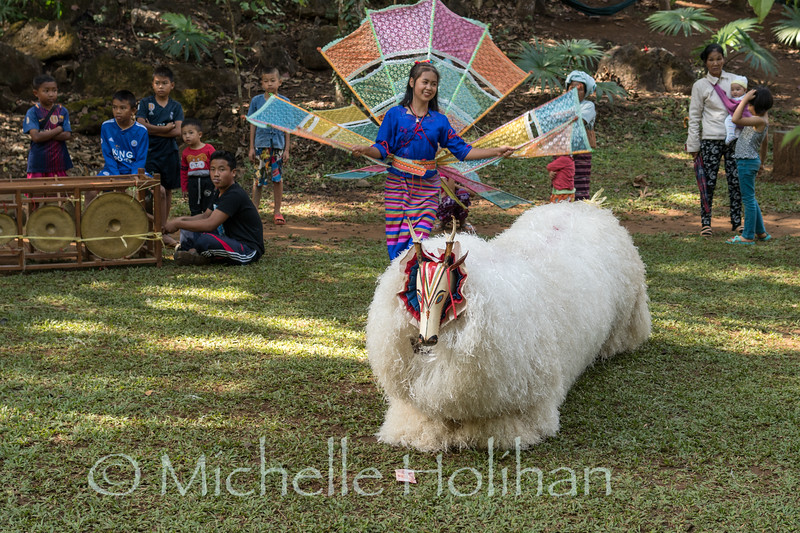 THAM LOD, THAILAND - DECEMBER 30, 2018: Unidentified Shan Dancers and musicians celebrating the New Year.