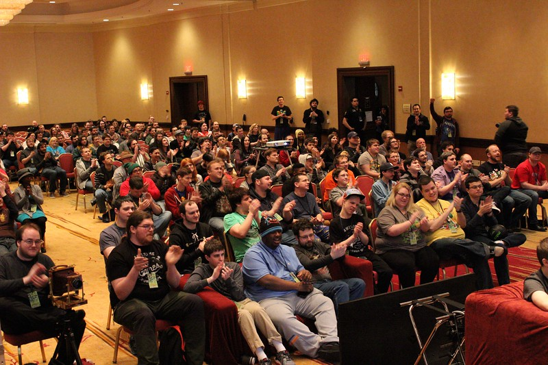 two players one controller mario crowd2.jpg