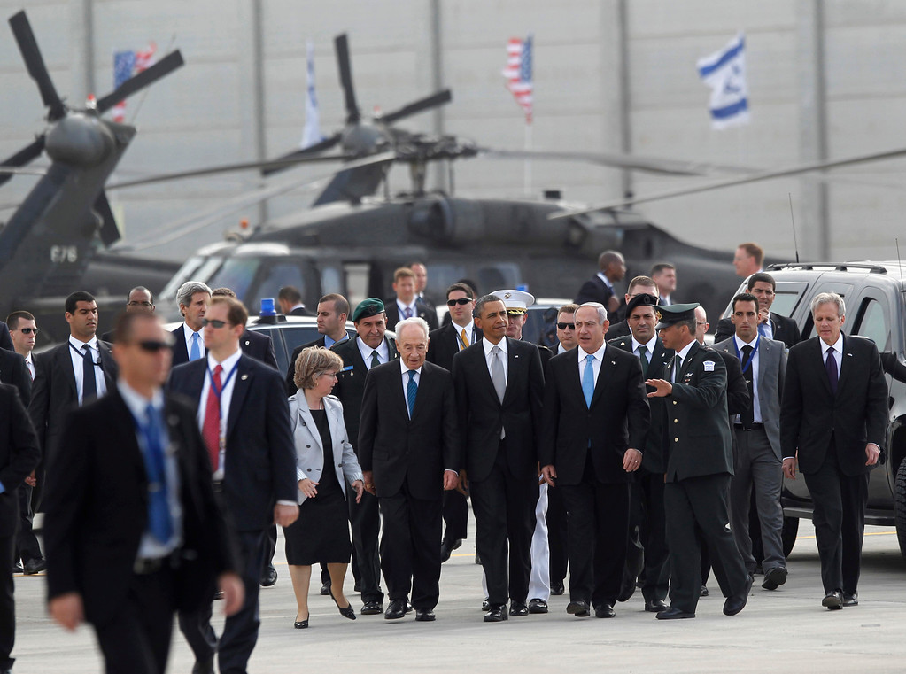 . U.S. President Barack Obama participates in a farewell ceremony with Israeli Prime Minister Benjamin Netanyahu and President Shimon Peres at Tel Aviv International Airport, March 22, 2013.   REUTERS/Jason Reed