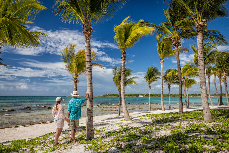 Divergent Travelers, Lina & David Stock, in Playa del Carmen, Mexico