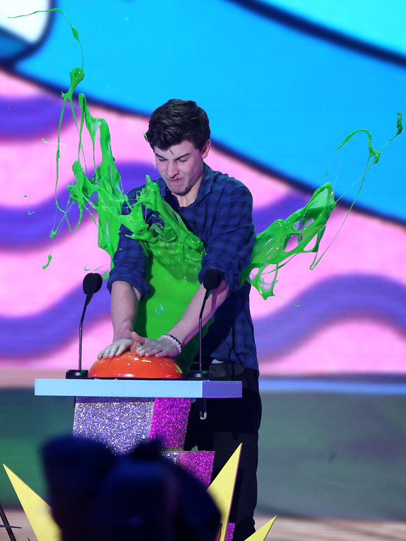 . Shawn Mendes gets slimed while presenting the award for favorite cartoon at Nickelodeon\'s 28th annual Kids\' Choice Awards at The Forum on Saturday, March 28, 2015, in Inglewood, Calif. (Photo by Matt Sayles/Invision/AP)