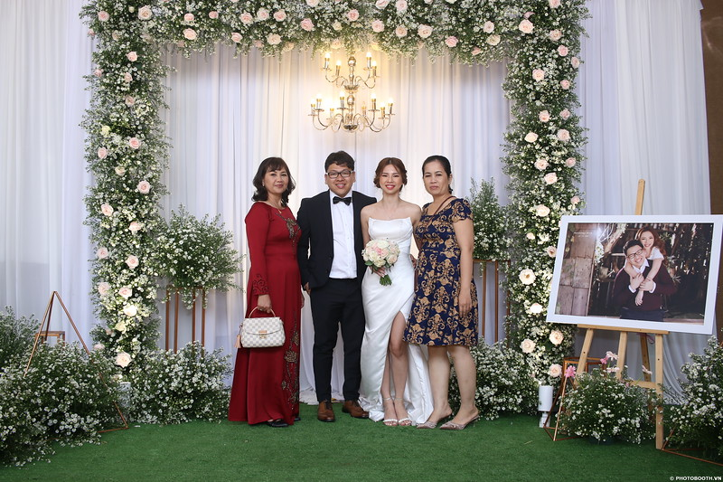 Vy-Cuong-wedding-instant-print-photo-booth-in-Bien-Hoa-Chup-hinh-lay-lien-Tiec-cuoi-tai-Bien-Hoa-WefieBox-Photobooth-Vietnam-100.jpg