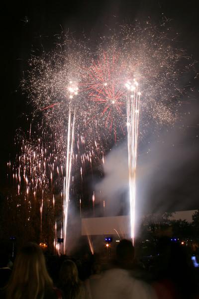 2007_1102putneyfireworks123_edited-1.JPG