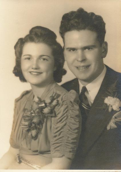 Leo Sullivan & Jean Keirn Married Jan 1 1942.jpg