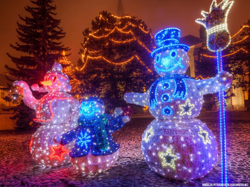 Snowman-family-1600x1200.jpg