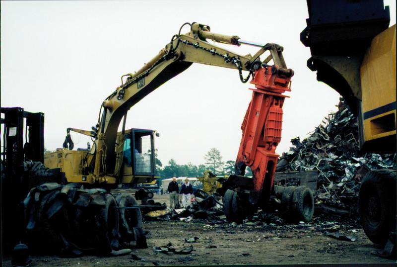 NPK M38K demolition shear on Cat excavator-C&D recycling (4).JPG