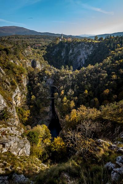 In den «Höhlen von Skocjan» war das Fotografieren verboten, darum nur ein Blick von aussen