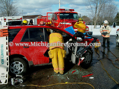 12/2/05 - Eaton Rapids Twp extrication, Onondaga Rd & Barnes Rd