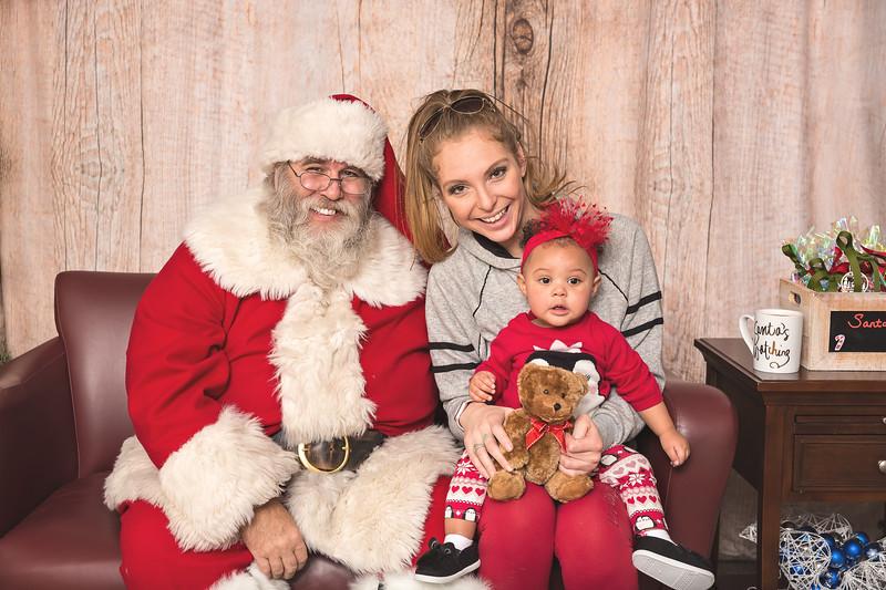 Ameriprise-Santa-Visit-181202-4894.jpg