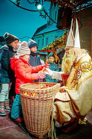 Nikolaus im Adventdorf