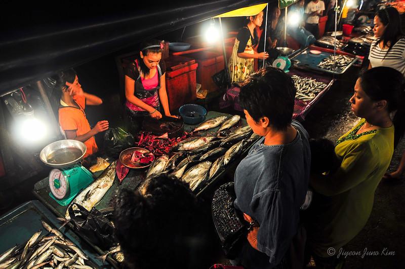 Kota Kinabalu Night Market - buying fish