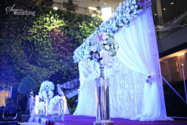Tiệc cưới lãng mạn tại khu vườn ngoài trời trong xanh 7