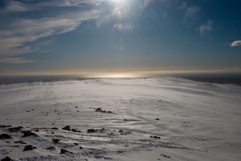 Nú sjáum við í suðurbrúnina