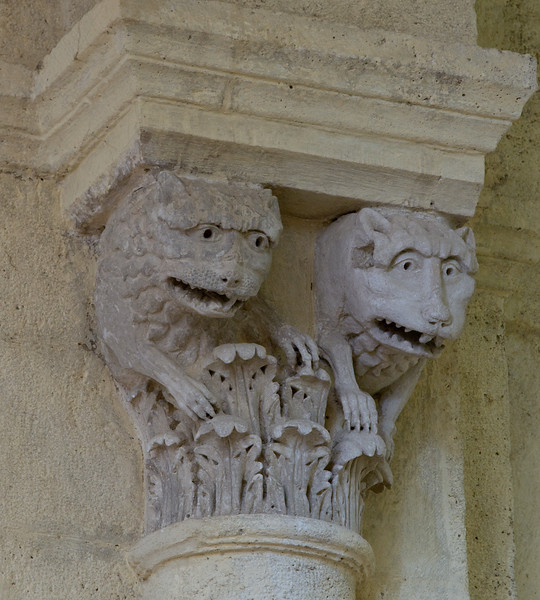 Saulieu Abbey of Saint-Androche Capital, Two Beasts