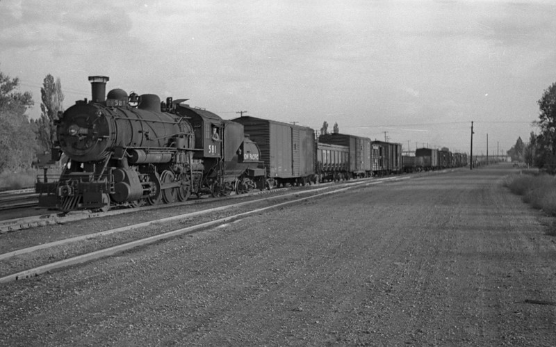 UP_2-8-0_581-with-train_Salt-Lake-City_1946_001_Emil-Albrecht-photo-0213.jpg