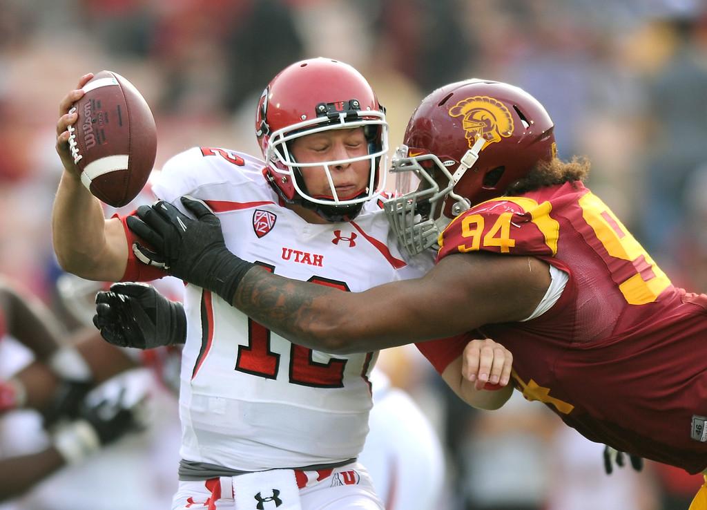 . USC\'s Leonard Williams sacks Utah QB Adam Schulz in the fourth quarter, Saturday, October 26, 2013, at the L.A. Memorial Coliseum. (Michael Owen Baker/L.A. Daily News)