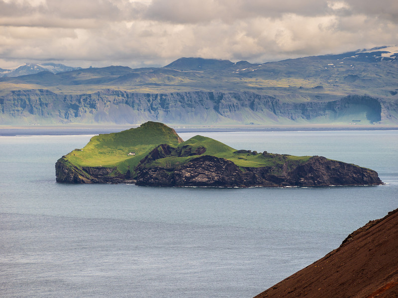 Elliðaey island from Eldfell.
