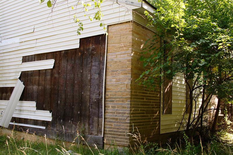 _I0A2833 front and side of house.jpg