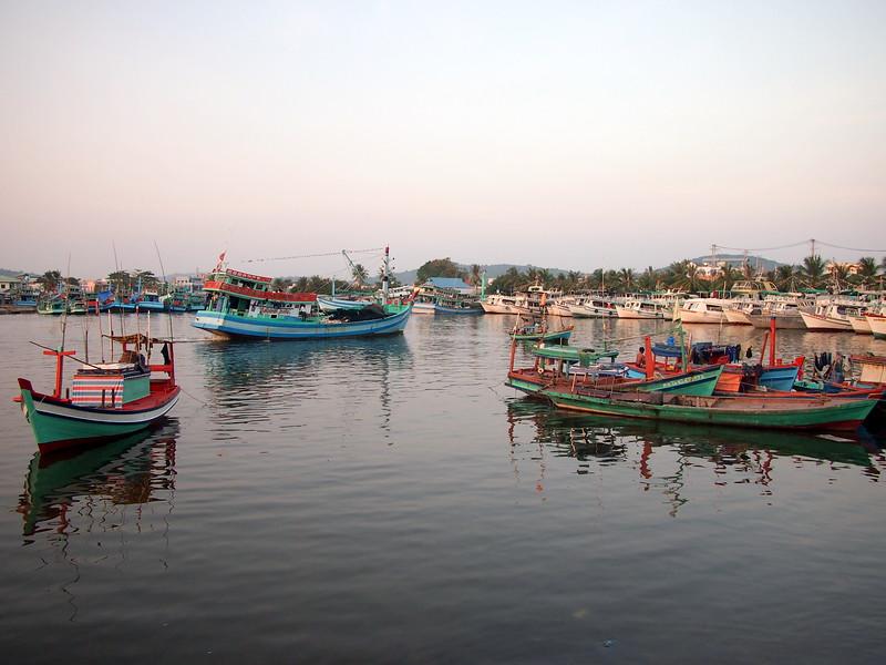 P1297054-fishing-harbour.JPG
