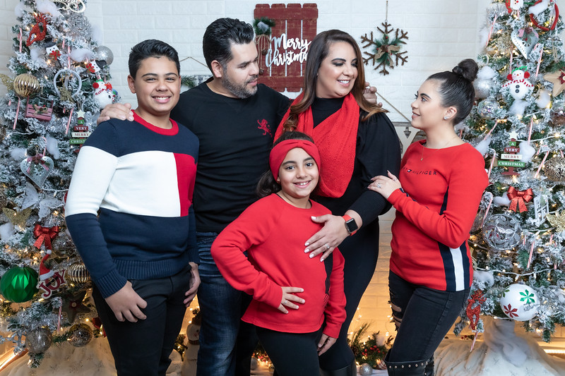 12.18.19 - Vick's Christmas Photo Session 2019 - -88.jpg