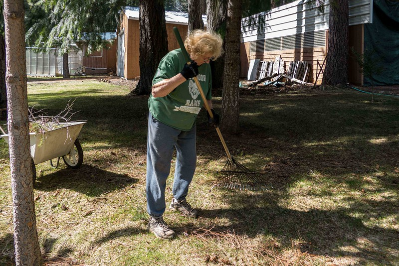 cleaning the yard at Rocky Point (14 of 14).jpg