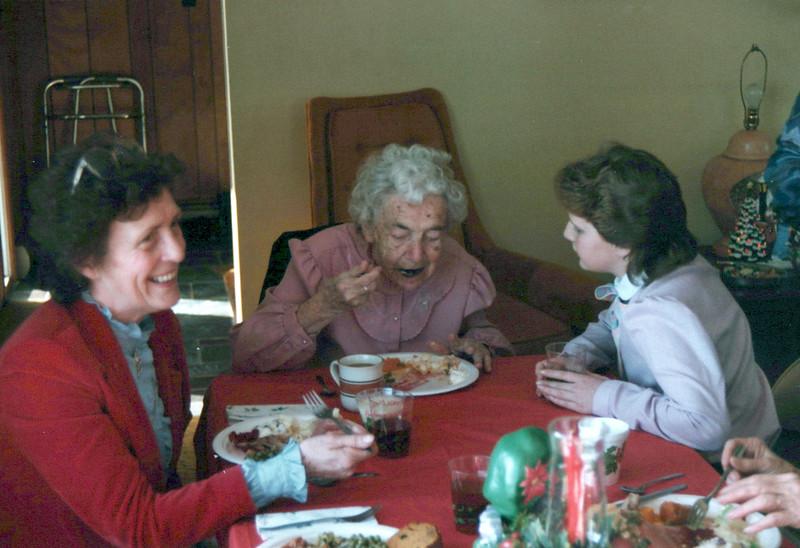 1984 Viv, Nellie and .jpeg