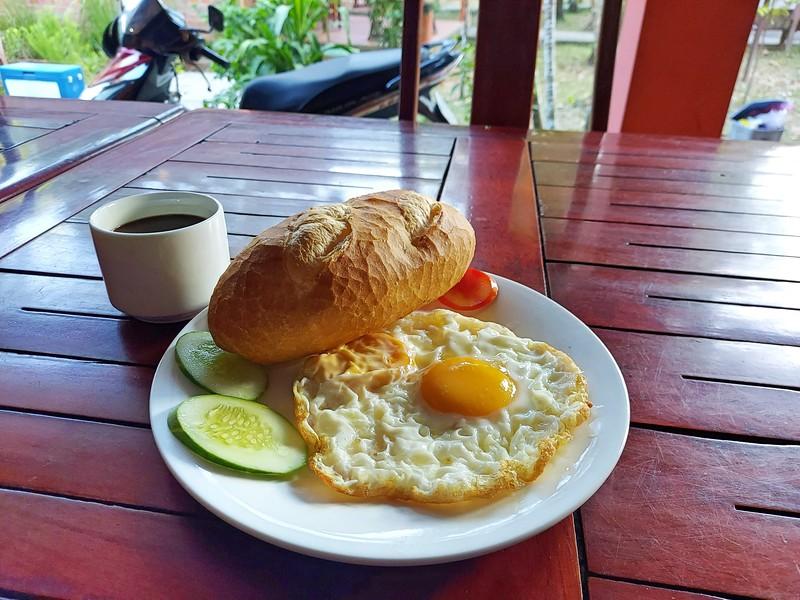 20210112_071033-huong-giang-bungalow-breakfast.jpg