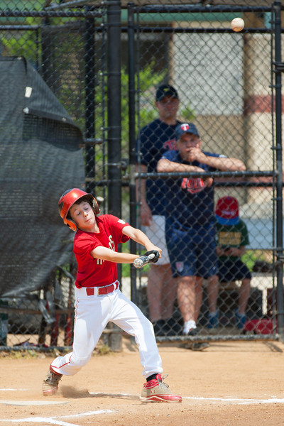 Luke pops up to center field to end the top of the 2nd inning with the Nats trailing 0-3. The bats of the Nationals were supported by a great defensive outing in a 11-4 win over the Twins. They are now 7-3 for the season. 2012 Arlington Little League Baseball, Majors Division. Nationals vs Twins (13 May 2012) (Image taken by Patrick R. Kane on 13 May 2012 with Canon EOS-1D Mark III at ISO 400, f4.0, 1/2000 sec and 280mm)