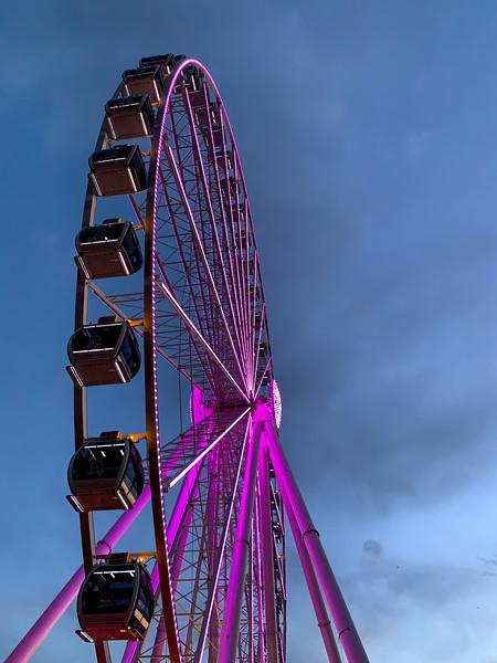 Seattle's Great Wheel at dusk