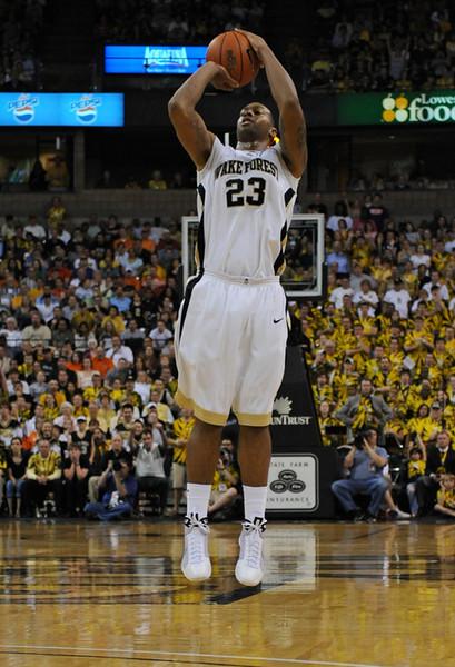 Johnson 3-pointer.jpg