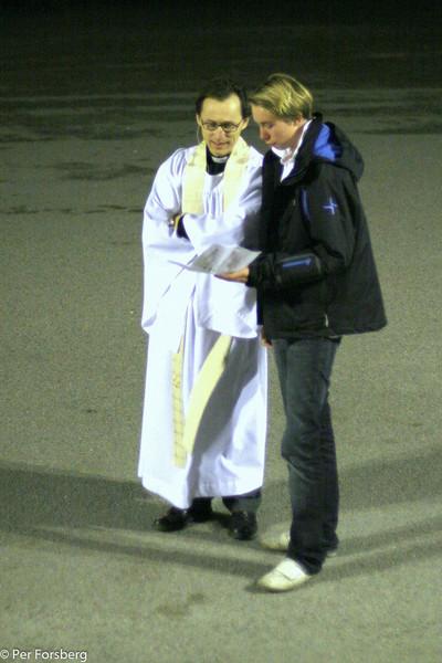 Kusin Fredrik talade med prästen före...
