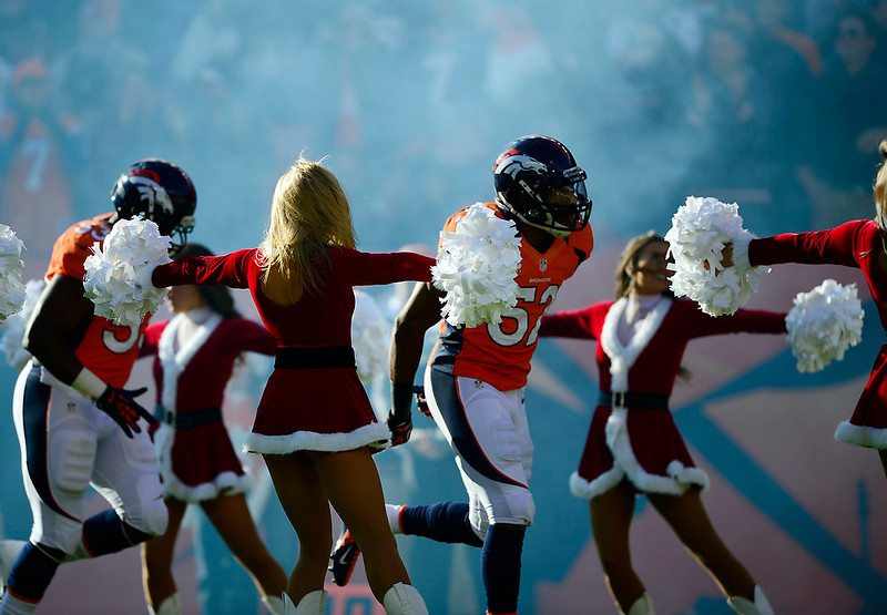 . Denver Broncos outside linebacker Wesley Woodyard (52) runs on to the field as he is introduced prior to the game.  The Denver Broncos vs Cleveland Browns at Sports Authority Field Sunday December 23, 2012. AAron  Ontiveroz, The Denver Post