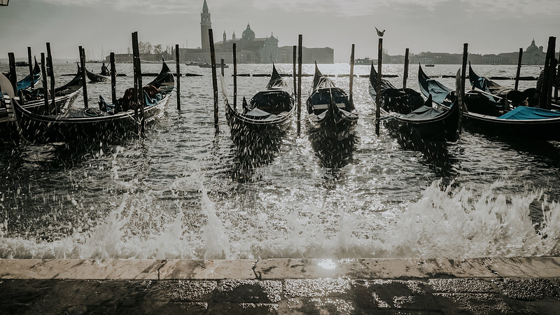 Tu-Nguyen-Destination-Wedding-Photographer-Elopement-Venice-Italy-Europe-w0a6.jpg