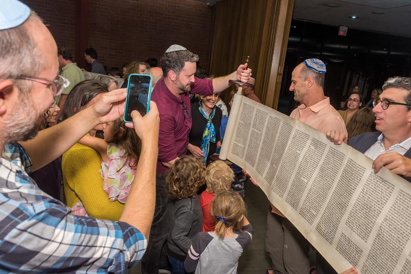 Simchat Torah-303.jpg
