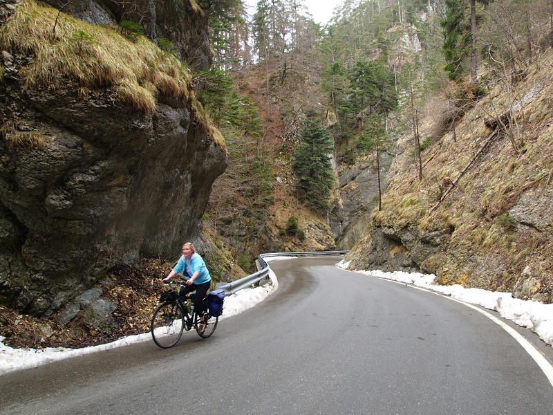 ©RobAng Ostern 06 /  per Velo durch den Jura (Oensingen - Balstal - Scheltenpass - Delémont - Vallon de St.Imiier - Vue des Alpes - Neuchatel)