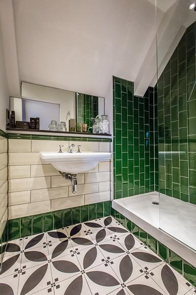 Room 11 bathroom - High resolution.jpg
