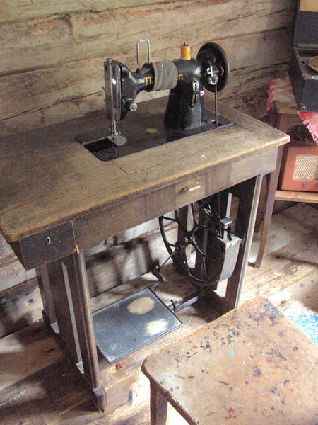 D5-Sewing Machine.jpg