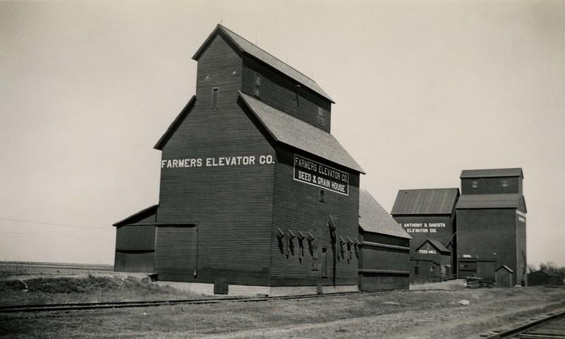 JB239.  Farmers Elevator Co. Seed House – 1936‡.jpg