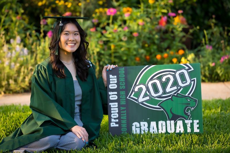20200521_sarah-friends-connally-graduation_044.jpg
