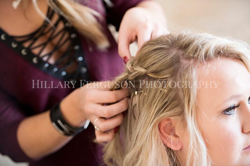 Hillary_Ferguson_Photography_Melinda+Derek_Getting_Ready124.jpg