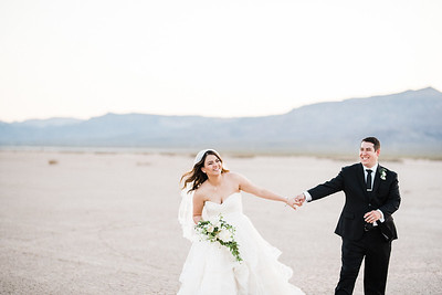 ROMANTIC DRY LAKE BED ELOPEMENT
