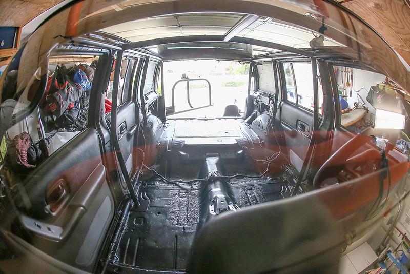 jakegrovephoto-jeep-xj-cherokee-rollcage-jeepagon-camper-1200_9648.jpg