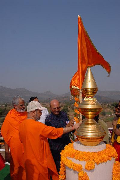 Kalash sthapana by Swami Tejomayanandaji at Chinmaya Mission's Chinmaya Vibhooti, Kolwan, Maharashtra, India site.